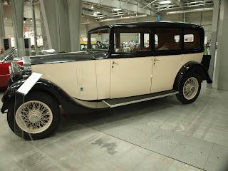 Rolls Royce 20/25, produkowany w latach 1929 - 1936, silnik o poj. 3,7l. i mocy... wystarczającej.