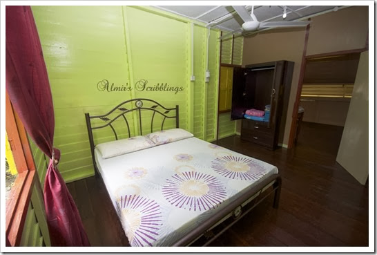 Homestay Haji Sari- bilik pertama