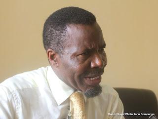 Kakese Malela Nicéphore, candidat à la présidentielle 2011, lors d'une rencontre avec des étudiants au siège de son parti politique URDC le 01/10/2011 à Kinshasa. Radio Okapi/ Ph. John Bompengo
