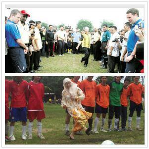 Rupanya Kak Wan Lebih Banyak Skill Bola Berbanding Najib