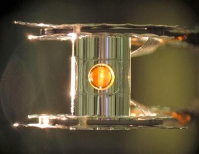 cápsula que contém combustível para a fusão nuclear