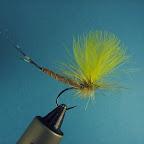 Tułów - typu detached (extended)– sierść sarny  Przewijka – brązowa nić  Ogonek – kilka promieni pióra perlicy  Skrzydełka – pióra cdc barwione na żółto  Jeżynka – typu parachute, kogut cree barwiony na żółto