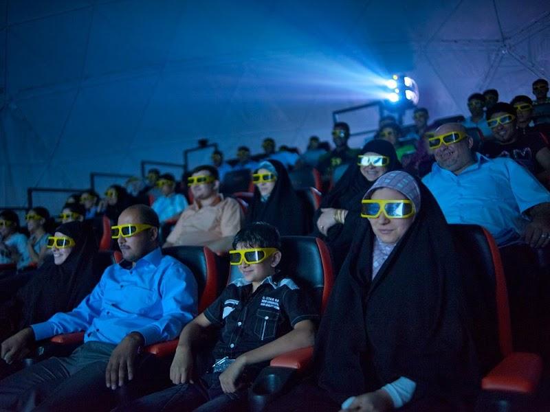 moviegoers-baghdad_37920_990x742.jpg