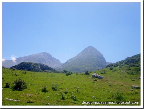 Jito Escarandi - Jierru 2424m - Lechugales 2444m - Grajal de Arriba y de Abajo (Picos de Europa) 0117