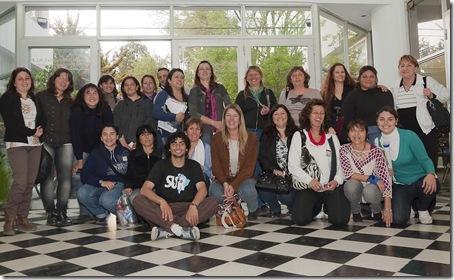 Alumnos de la extensión de Santa Teresita junto a la Decana de la  Facultad de Ciencias de la Salud y Servicio Social, Paula Mantero