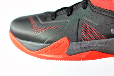 lebrons soldier7 black red 26 web The Showcase: NIKE SOLDIER 7 Miami Heat Away Edition
