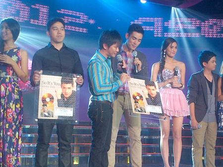 Xian Lim receiving gold record award for So It's You