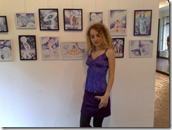 Pictorita Corina Chirila cu cele 14 desene in pix expuse la salonul de grafica organizat de asociatia artistilor plastici in Herastrau