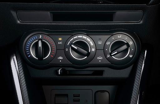 2015-Mazda2-Demio-33.jpg