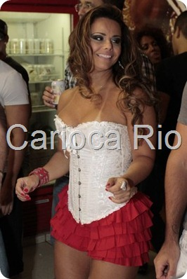 Viviane Araújo samba no ensaio do Salgueiro 5