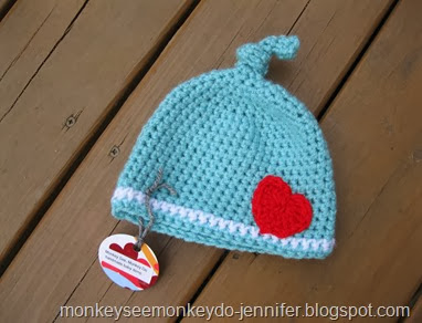 knot hat with heart (1)