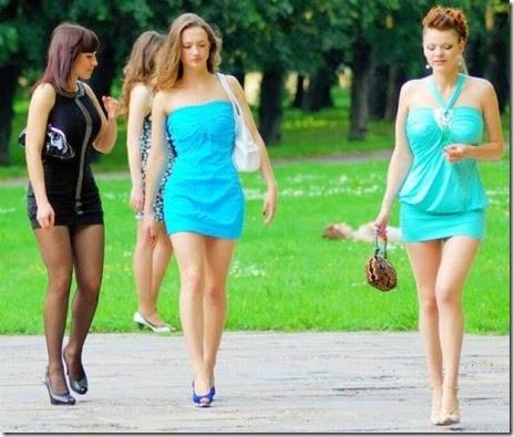 women-street-walkers-022