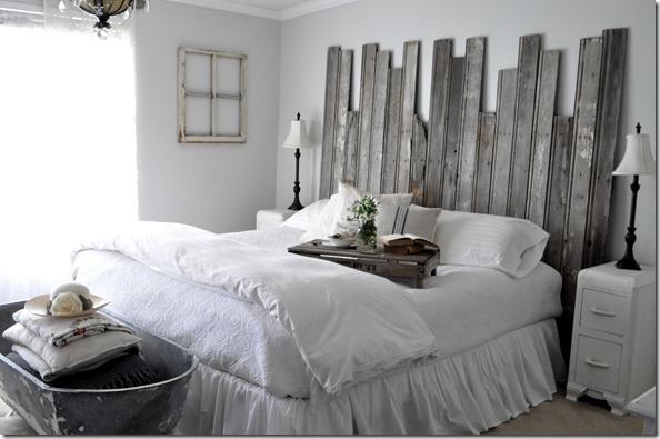 Rustic headboard &amp; tub