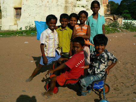 Tamils kids playing in Tamil Nadu