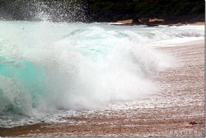 屏東-後壁湖白沙。有些浪花還蠻壯觀的。