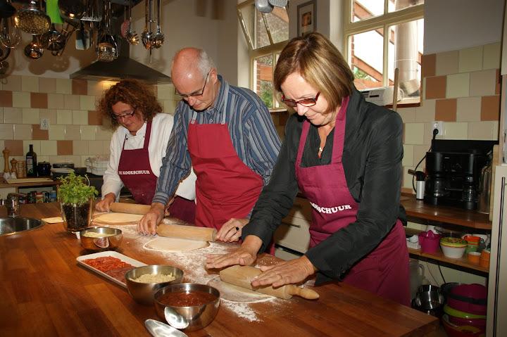 pizza maken bij de kookschuur