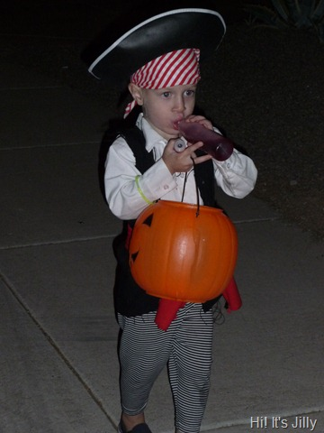 pirate trick-or-treating halloween costume