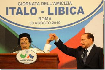"""Gheddafi e Berlusconi alla """"giornata dell'amicizia"""" tra Libia e Italia"""