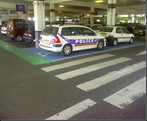 Police handicap&eacute;