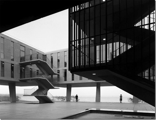 Ezra Stoller_eero-saarinen-and-associates-milwaukee-war-memorial-1952-57