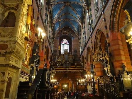 10. Interior biserica Sf. Maria.JPG
