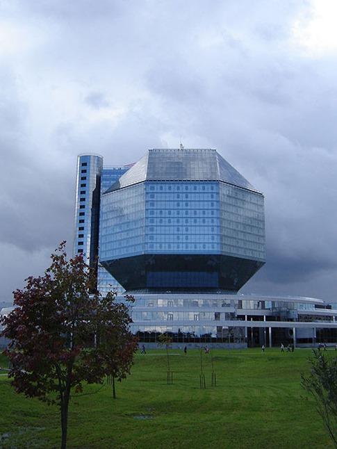 38. La Biblioteca Nacional (Minsk, Bielorrusia)