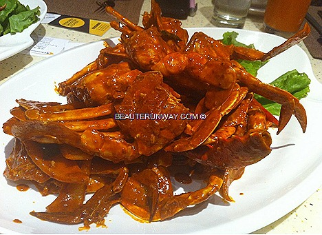 PARKROYAL BEACH ROAD  X.O. sauce CRAB BUFFET FEAST JAPANESE LOCAL HAWKER Nonya Curry Crab, Butter Stirred Fried Crab Egg Yolk, Thai Green Curry Mud Crab Sichuan StyleFlower Crabs Chilli Crab Black Pepper Soft shell crab dim sum