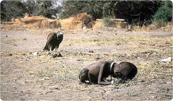 Essa foto ganhou prêmios em vários locais do mundo. Um abutre esperando uma criança africana morrer de fome.