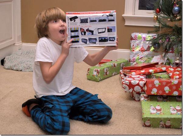 happy-kids-christmas-morning-8