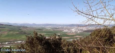 Vista de Pamplona desde la cueva de Alaiz