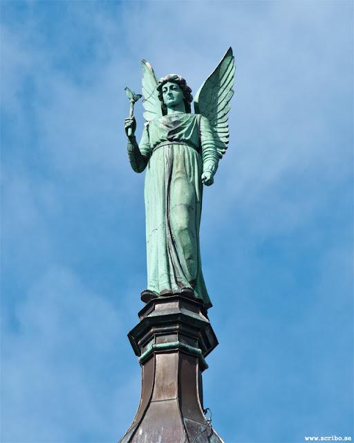 Ängeln Gabriel på Domkyrkans tak.
