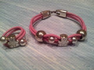 Pulsera de niña en cuero rosa y abalorios plateados de ositos