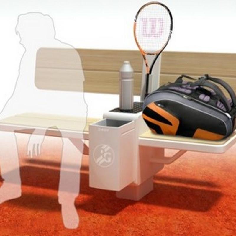 Un banco de tenis ergonómico integrado con refrigerador alimentado por energía solar
