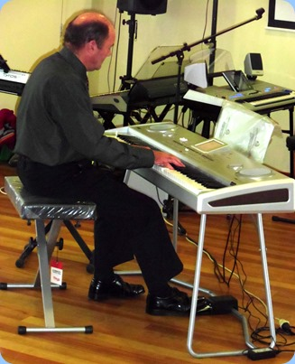 Our Special Guest Artist, Peter Parkinson, from Music Planet Botany Branch gave us a great 45 minute Concert using a Korg Pa588 arranger/piano. Some stunning arrangements, sounds and songs - wonderful.