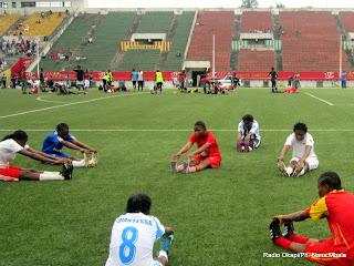 Des joueuses de l'équipe nationale congolaise (RDC) féminine de football sénoir, au cours d'une séance d'entrainements au stade Tata Raphaël à Kinshasa, le 21/12/2011. Radio OKapi/Ph. Nana Mbala