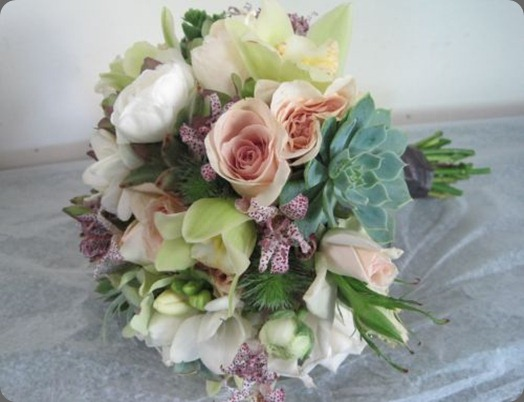 soft-green-and-blush-bridal-bouquet-Françoise-Weeks  toad lilies (lasts up to 2 weeks cut)