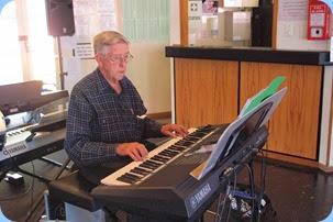Michael Bramley playing the Yamaha PSR-S950 keyboard. Photo courtesy of Dennis Lyons
