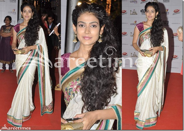Off_White_Saree_with_Cap_Sleeves_Blouse