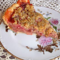 Rhubarb Strawberry Crumb Pie