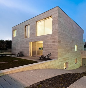 Casa-moderna-L02CR-de-ARQX-Architects