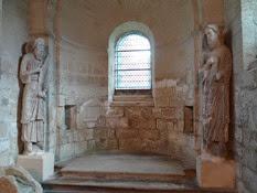 2014.09.10-024 statues de phophètes dans la chapelle des Templiers