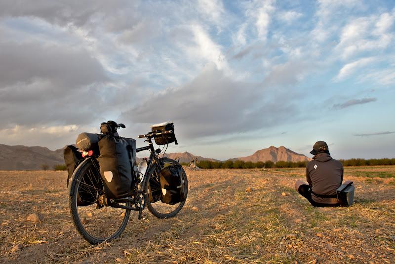 Urmeaza 230 de kilometri prin desert fara aproape nici o localitate.