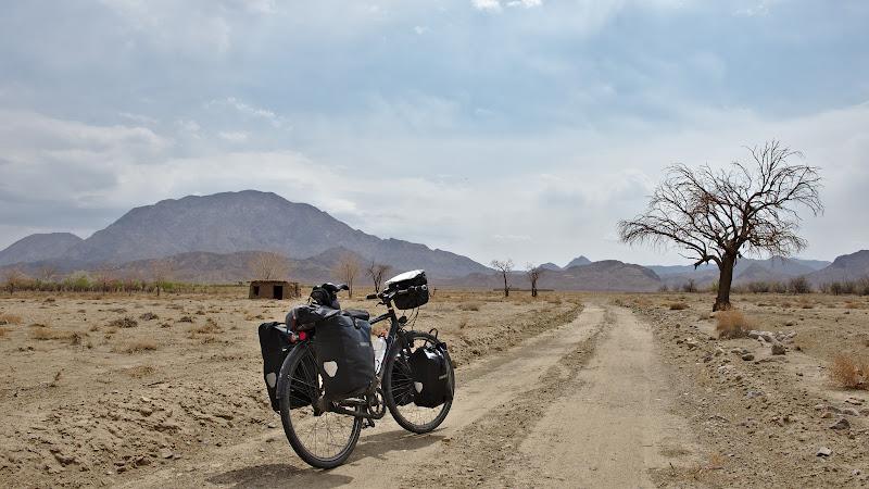 Prin desert.