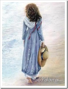 grav_mulher_andando_praia