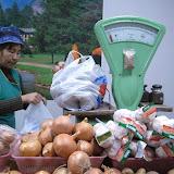 野菜は量り売りも多い。