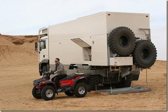 Traverser le désert en camion UNICAT TGA 6 × 6 (1)