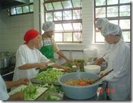 Povo da SVB trabalhando na Cozinha Comunitária da Restinga