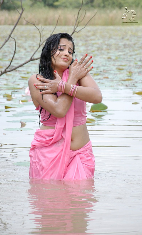 Roopa Hot in Water Song Stills