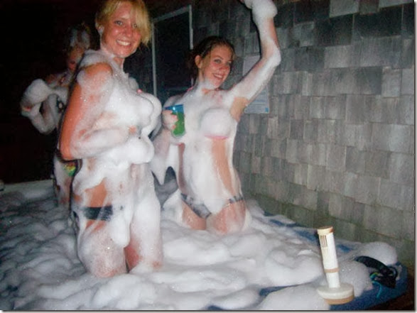 drunk-chicks-party-040