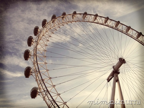 Another shot of the London Eye. Yeah, I took a million shots of it :P